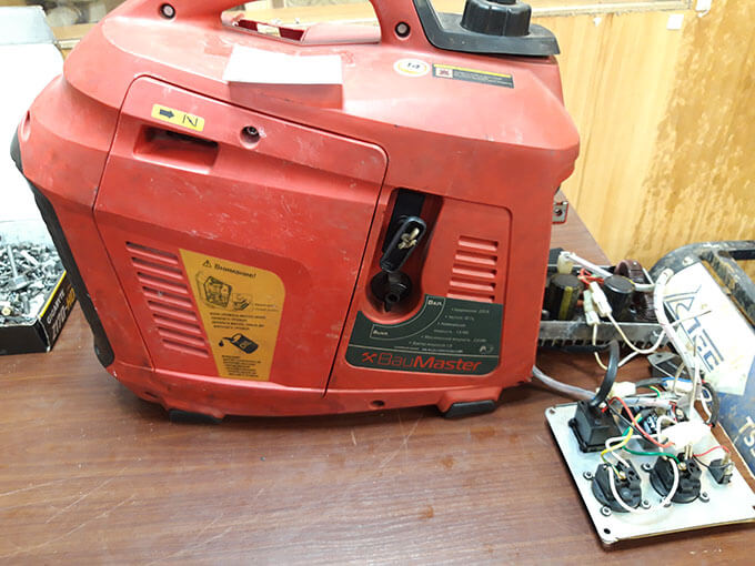Бензиновый мини-генератор Baumaster